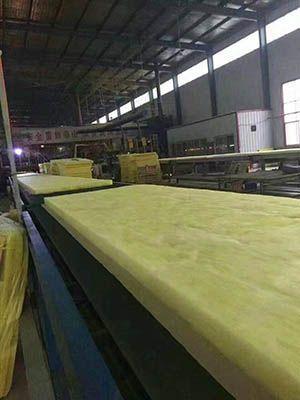 玻璃棉板生产现场